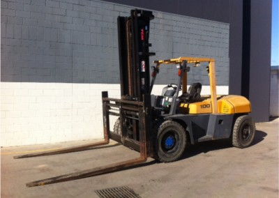 A 10 ton forklift used for lifting vehicles onto tow trucks and into stacking racks